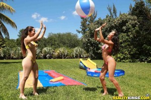 threesome-with-two-sexy-bikini-babes-caroline-and-chloe (3)