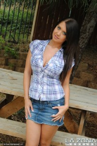 busty-latina-teen-flashing-big-boobs-during-a-picnic (2)