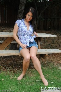 busty-latina-teen-flashing-big-boobs-during-a-picnic (7)